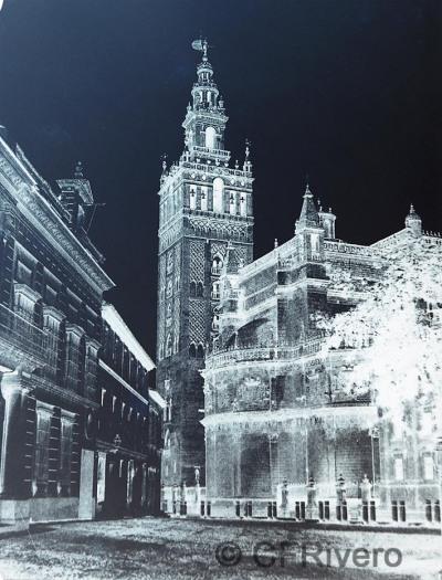 Louis de Clercq. Sevilla, Catedral y Giralda desde la Plaza del Triunfo. Negativo de papel encerado. 1860 (Cfrivero)