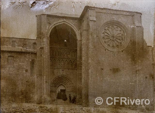 Autor desconocido. Iglesia de Santa María la Blanca en Villalcázar de Sirga (Palencia). h. 1890. Gelatina de plata sobre papel. (CFRivero)