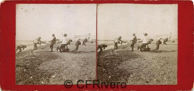 Sabina Muchart. [Málaga, pescadores sacando el copo]. H. 1900. Estereoscopia en albúmina. (CFRivero)