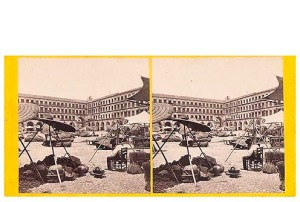 299. Frank Good. Córdoba, plaza del mercado (muy pintoresca) [Plaza de la Corredera]. Estereoscopia en albúmina. 1869