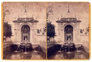 331. Frank Good. Sevilla. Fuente en el patio inferior del Alcázar. [Fuente del León]. Estereoscopia en albúmina. 1869.
