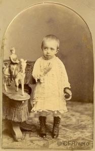 Anónimo. Niño y juguete. Carte de visite en albúmina, 1860/70. (CFRivero)