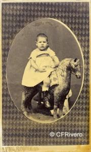 Alfonso Begué Gamero. Niño sobre caballito de cartón. Madrid h. 1860. Carte de visite en albúmina. (CFRivero)