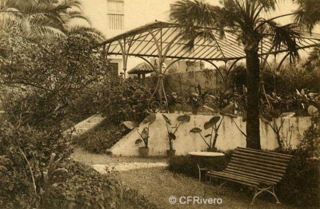 """Autor desconocido. Málaga.- """"El Retiro"""". Jardín de Entrada. Ca. 1920. Tarjeta postal."""