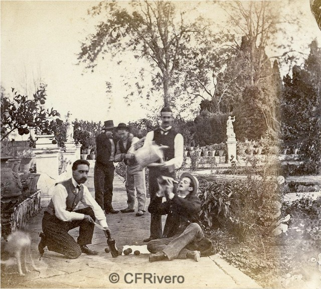 Autor desconocido. [El Retiro, Churriana. Bromas en el jardin (Málaga)]. Ca. 1865. Par de una estereoscopia en albúmina. (CFRivero)