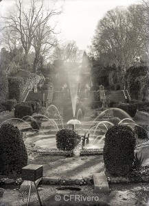 Autor desconocido. [El Retiro, Churriana (Málaga), Fuente del hongo con agua]. Ca. 1900. Placa negativa gelatina de plata, positivo digital 18×12 cm (CFRivero)