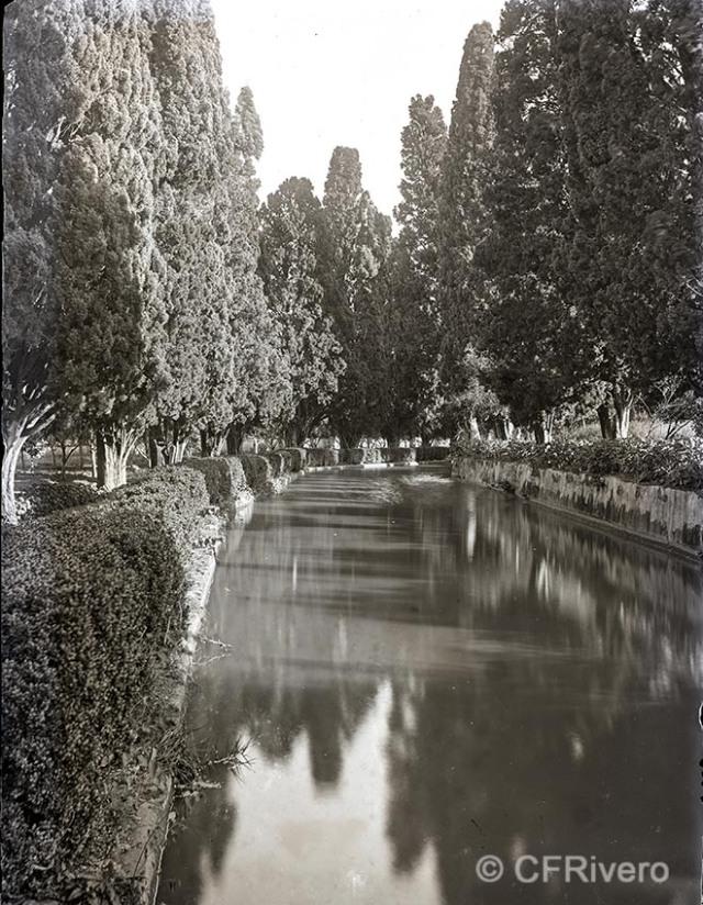Autor desconocido. [El Retiro, Churriana (Málaga), estanque grande]. Ca. 1900. Placa negativa gelatina de plata, positivo digital 18x12 cm (CFRivero)