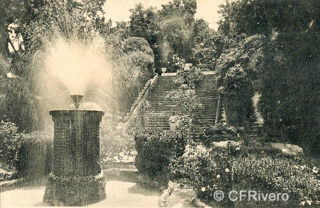 Lacoste ed. 8 Málaga.- El Retiro - El juego de aguas. Ca. 1910. Tarjeta postal. (CFRivero)