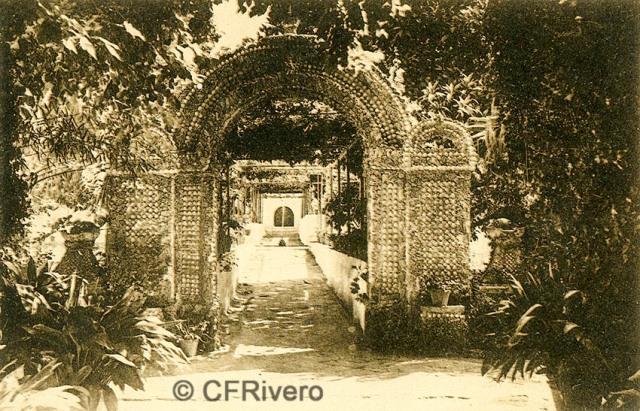 """Editor desconocido. Málaga.-""""El Retiro"""". Arco de Conchas. Ca. 1920. Tarjeta postal. (CFRivero)"""