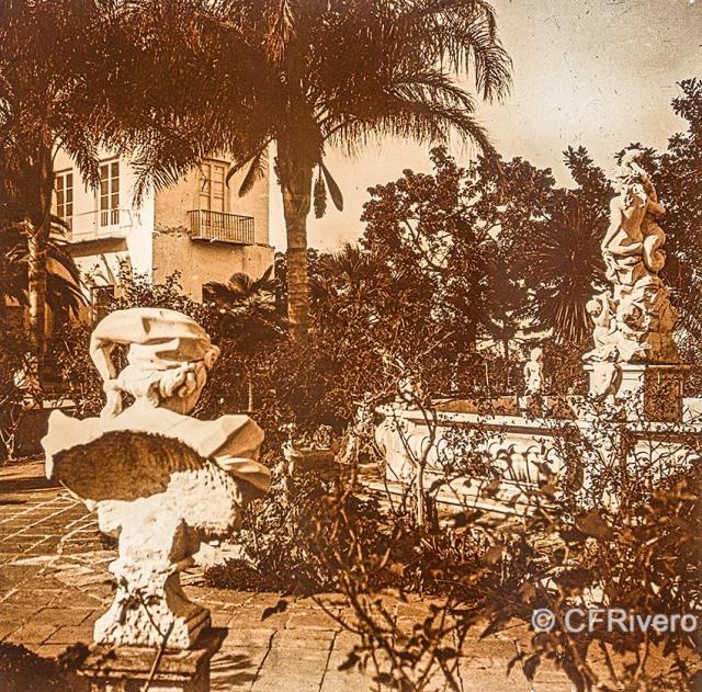 Jacinto Ruiz del Portal. Retiro, parterre [Fuente de la Sirena y Casa-Palacio. Churriana, Málaga]. 1925. Par de una estereoscopia positiva en vidrio 45x110 mm. (CFRivero)