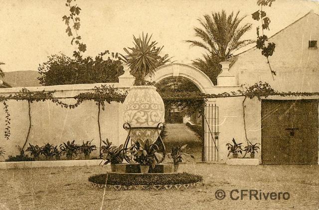 """Editor desconocido. Málaga.-""""El Retiro"""". Patio principal. Ca. 1920. Tarjeta postal. (CFRivero)"""