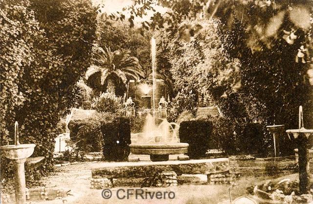 """Editor desconocido. Málaga.-""""El Retiro"""". Vista general del Juego de Fuentes. Ca. 1920. Tarjeta postal. (CFRivero)"""