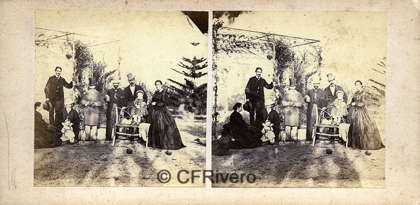 Autor desconocido. [Grupo familiar de los marqueses de la Paniega en El Retiro, Churriana (Málaga).  Ca. 1865. Estereoscopia en albúmina (CFRivero)