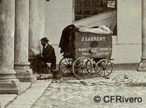 Ilustración 4- Jean Laurent. Carro-laboratorio del fotógrafo en el patio del Palacio de Valladolid (detalle). Ca. 1875. Albúmina sobre papel. (CFRivero)