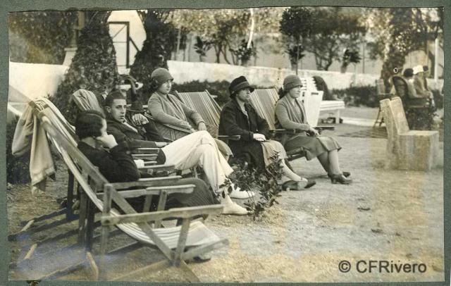 Autor desconocido. El Retiro (Málaga) Jaime y Beatriz de Borbón. 1927. Gelatina de plata sobre papel. (Col. Fernández Rivero)