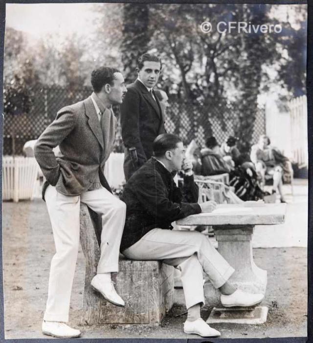 Autor desconocido. El Retiro (Málaga), Ángel de Carvajal y Santos-Suárez, Isidro Castillejos y Jaime de Borbón, jueces en una partida de tenis. 1927. Gelatina de plata sobre papel. (Col. Fernández Rivero)