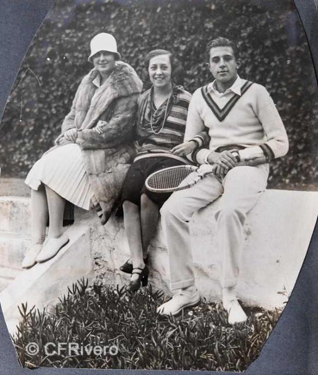 Autor desconocido. El Retiro (Málaga), Isabel de Carvajal y Jaime de Borbón partida de Tenis. Septiembre 1927. Gelatina de plata sobre papel. (Col. Fernández Rivero)