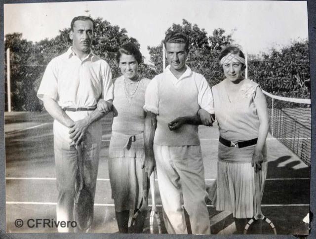 Autor desconocido. El Retiro (Málaga), Ángel, Isabel y Mª Luisa de Carvajal. 1927. Gelatina de plata sobre papel. (Col. Fernández Rivero