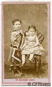 Carlos Monney Millet. Retrato de dos niños. Bilbao, ca. 1873. Carte de visite en albúmina. (CFRivero)