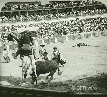 Autor desconocido. Corrida de toros en la plaza de la Malagueta de Málaga. Ca. 1895/1900. Uno de los pares de una estereoscopia sobre vidrio, positivo, gelatina de plata. (CFRivero)