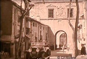 James A. Fitzpatrick. Fotograma de: From Granada to Toledo. Puerta de Visagra. Corto de 16 mm. 1929 (CFRivero)