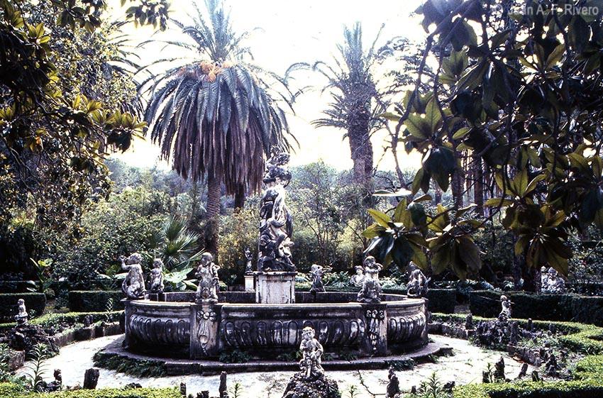 Fig. 4: Juan Antonio Fernández Rivero. Málaga, el Retiro, Fuente de la Sirena enel Jardín Patio. 1986 (CFRivero)
