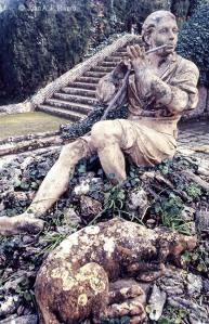 Fig. 23: Juan Antonio Fernandez Rivero. Málaga, El Retiro, escultura del Pastor de Juan Cháez en el Jardín Cortesano. 1986. (CFRivero)