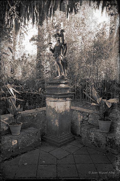 Fig. 8: Juan Miguel Alba. Málaga, El Retiro, estatua de Baco en el Jardín Patio. 1886.