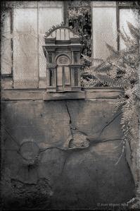 Fig. 26: Juan Miguel Alba. Málaga, El Retiro. Detalle decorativo en la fachada del invernadero. 1986.