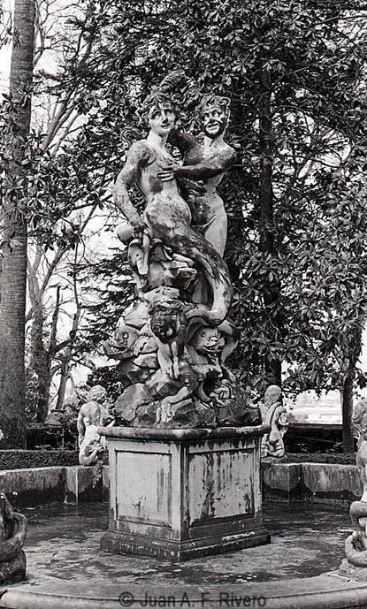 Fig. 5: Juan Antonio Fernández Rivero. Málaga, el Retiro, Fuente de la Sirena enel Jardín Patio. 1986 (CFRivero)