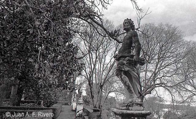 Juan Antonio Fernández Rivero. Málaga, el Retiro, estatua de Júpiter en el Jardín Cortesano. 1986 (CFRivero)