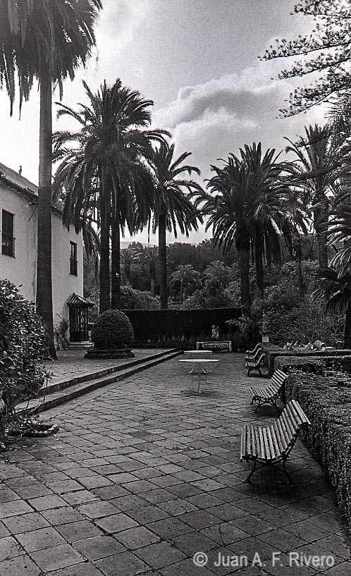 Fig. 2: Juan Antonio Fernández Rivero. Fachada de la Casa-Palacio. Málaga, El Retiro. 1986. CFRivero.
