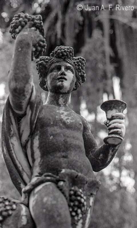 Juan Antonio Fernández Rivero. Málaga, El Retiro, estatua de Baco. 1986. (CFRivero)