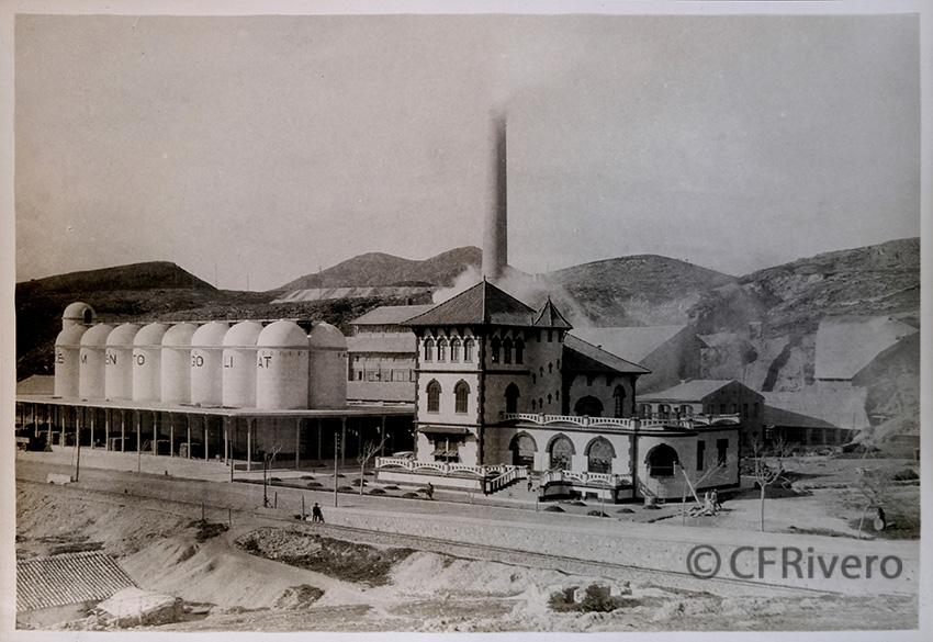 Rafael Murillo Carreras. Fachada de la fábrica de Cementos Goliat. Málaga [1925]. Gelatina de plata. (CFRivero)