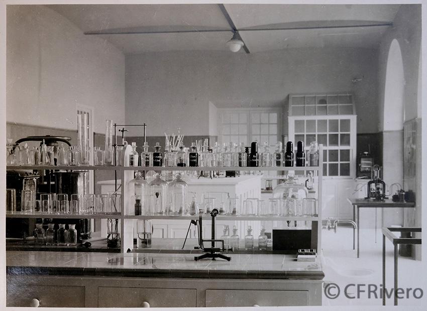 Rafael Murillo Carreras. Laboratorio de la fábrica de Cementos Goliat. Málaga [1925]. Gelatina de plata. (CFRivero)