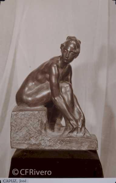 Rafael Murillo Carreras. [Desnudo de mujer sentado] escultua de José Capuz Mamano. Málaga 1931. Papel al carbón. (CFRivero)