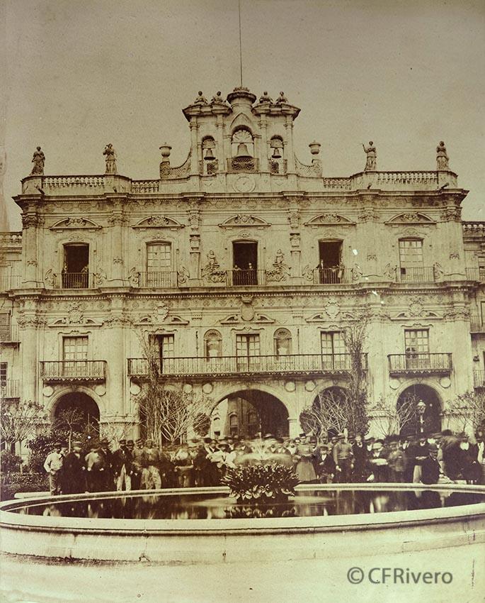 Pégot-Ogier, Eugène. Salamanca, Plaza Mayor, Ayuntamiento. 1877. Albúmina. (CFRivero)