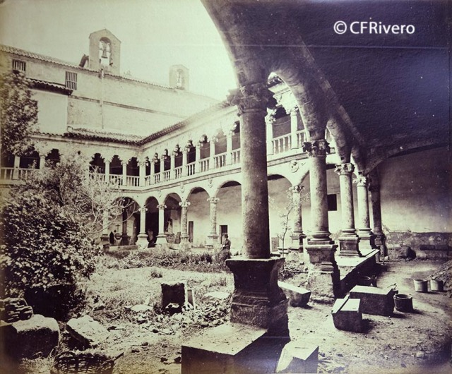 Juan Poujade y Señora. Claustro de las Dueñas, patio mozárabe [Salamanca, Convento de Santa María de las Dueñas, Claustro]. 1877. Albúmina (CFRivero)