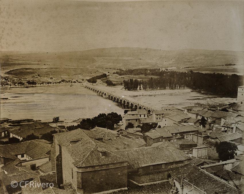 Pégot-Ogier, Eugène. Salamanca. Tormes, la vega desde la Torre de la Catedral Vieja. 1877. Albúmina. (CFRivero)