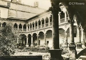 Juan Poujade y Señora. Claustro de las Dueñas, ... [Salamanca, Convento de Santa María de las Dueñas, Claustro. manipulada por Gombau]. 1877. Albúmina (CFRivero)